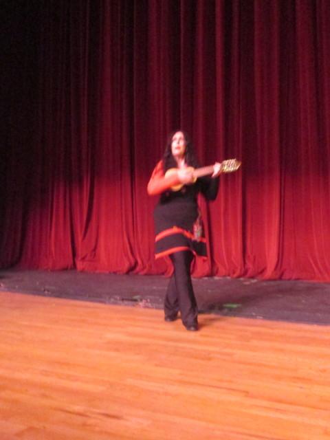 Marcela Sabio cantando