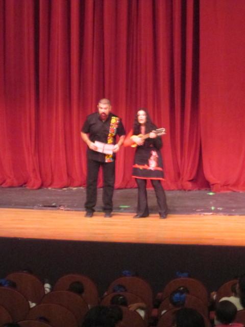 Marcela y Rubén comenzando función